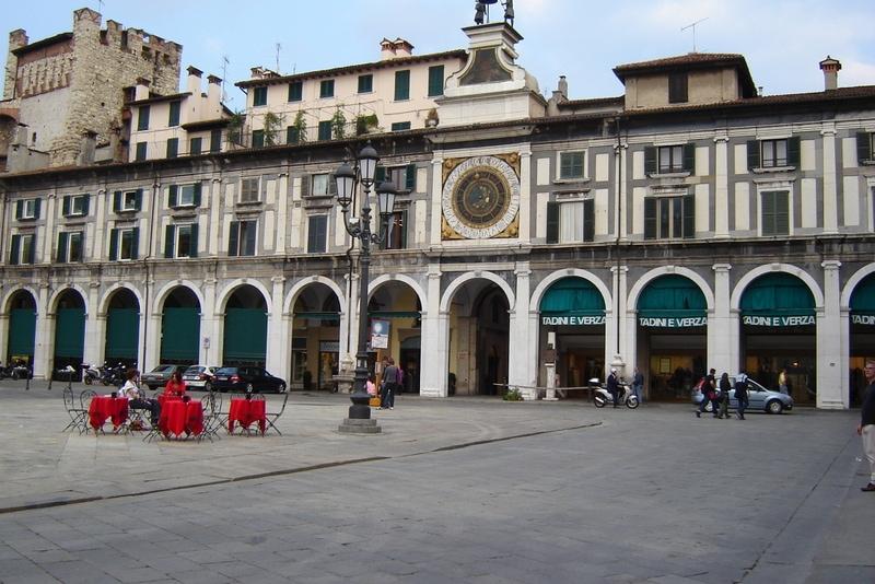 Gardameer_Brescia_Piazza-Loggia-1.jpg
