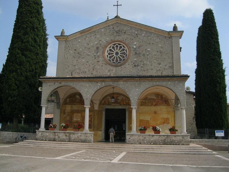 Gardameer_Santuario-Madonna-Frassino-2.JPG