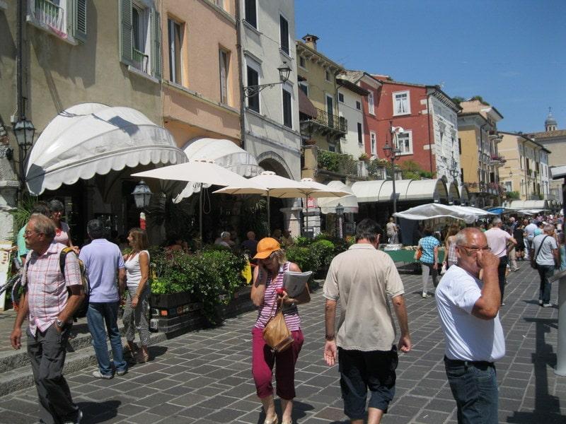 Markten bij het Gardameer op dinsdag 1