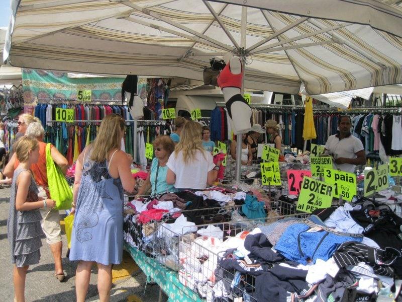 Markten bij het Gardameer op zaterdag 1