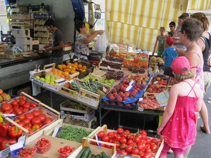 Naar de markt aan het Gardameer 1
