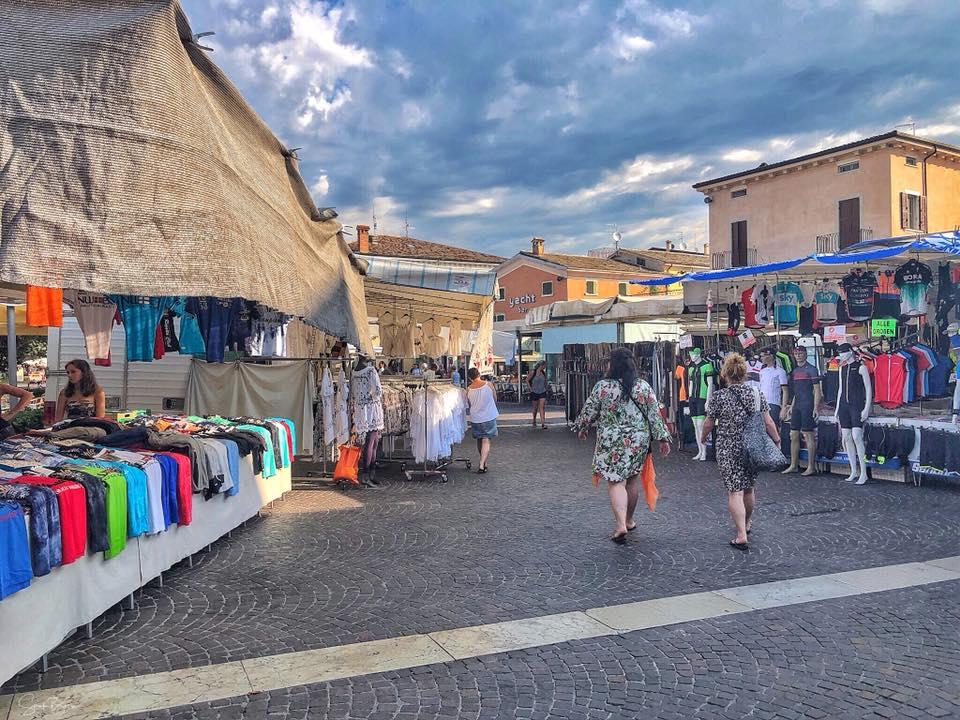 Markten bij het Gardameer op donderdag 1