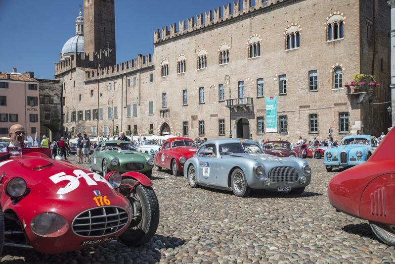 500 en Mille Miglia, beroemde rally voor oldtimers 2