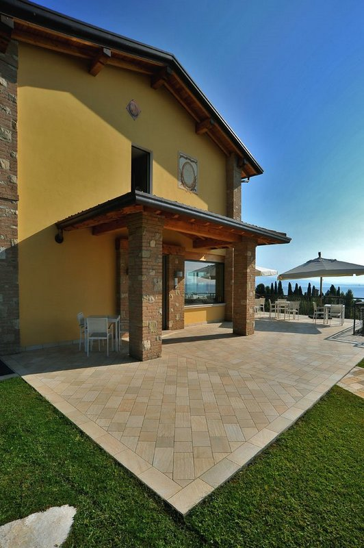 Hotels in Moniga del Garda 3