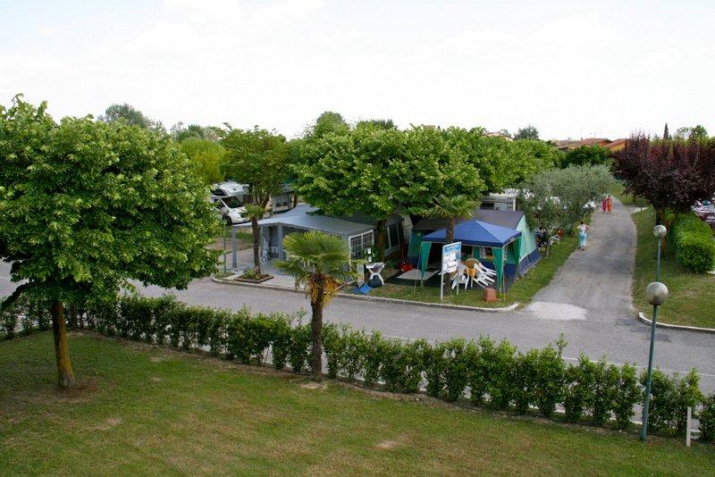 Gardameer_camping-garda-village-sirmione.jpg