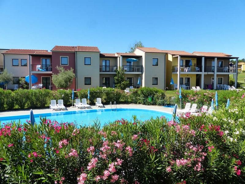 Vakantiepark Belvedere Village bij Castelnuovo del Garda 1