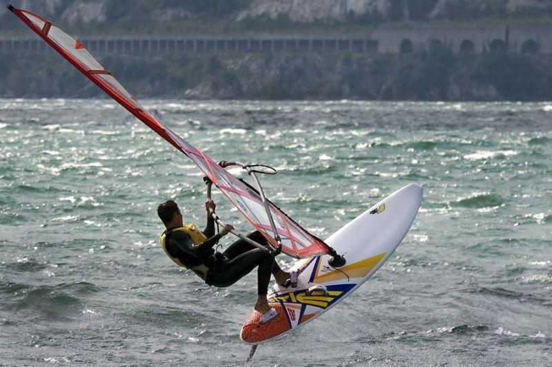 Gardameer_sport-surfing-g1.jpg