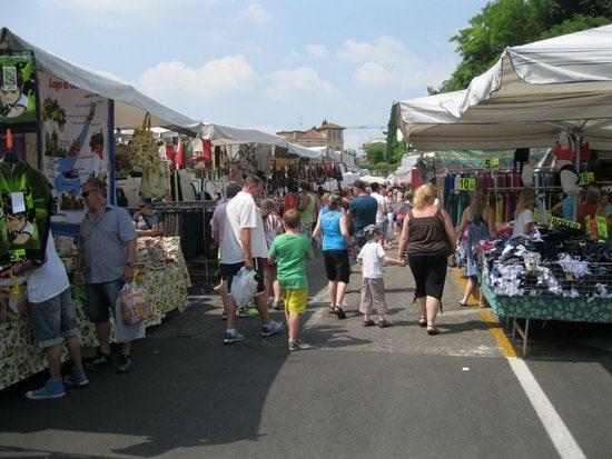 Markten bij het Gardameer op maandag