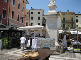 Antiekmarkten en rommelmarkten bij het Gardameer