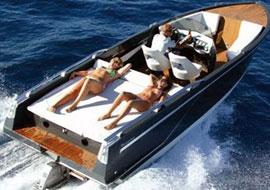 De luxe van een watertaxi