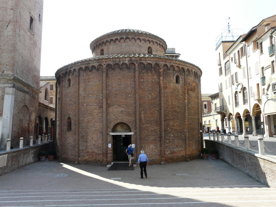 Gardameer_Mantova-Rotonda_di_San_Lorenzo.jpg